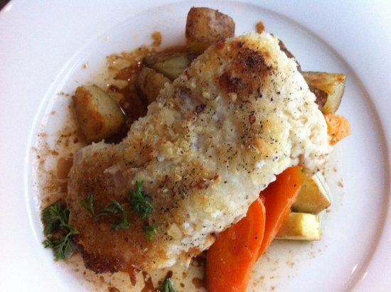 Woody Point, Καναδάς: Bonne Bay Inn. The cod was beyond incredible. Big portion, but so tasty I wanted more.