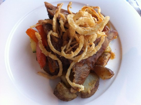 Woody Point, Καναδάς: Bonne Bay Inn. The Beef Brisket was tender, moist and delicious.