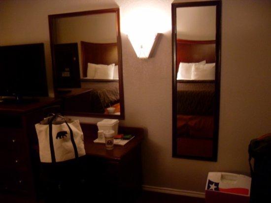 Orangewood Inn & Suites Midtown Photo