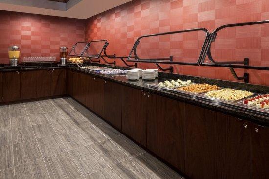 Sheraton Omaha Hotel: Restaurant Buffet