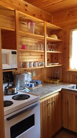 Green Gables Bungalow Court Cottages: Great location. Clean cabins.