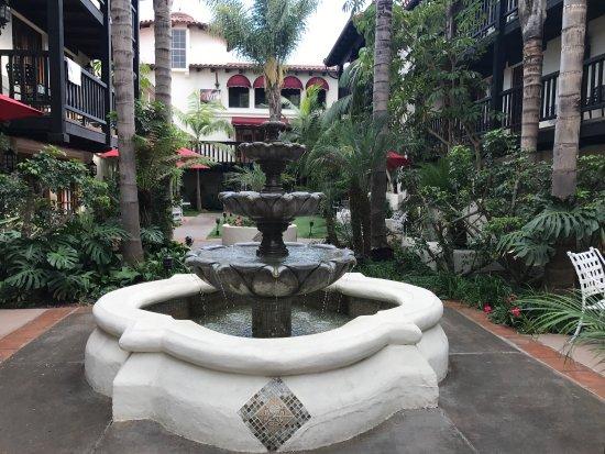 Best Western Plus Carpinteria Inn: photo1.jpg