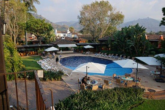 Porta Hotel Antigua : Vista desde una terraza muy linda