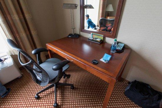 Hilton Garden Inn Mystic Groton: Desk