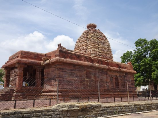 Alampur, Ινδία: outer look of temple