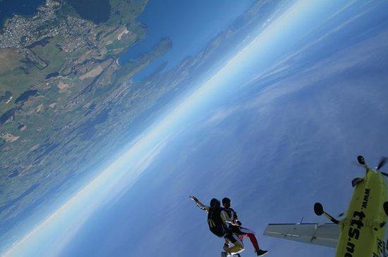 9000ft paracaidismo en tándem en Taupo