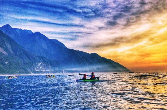 Sunrise kayak tour in Hualien along the magnificent Quingshui cliff