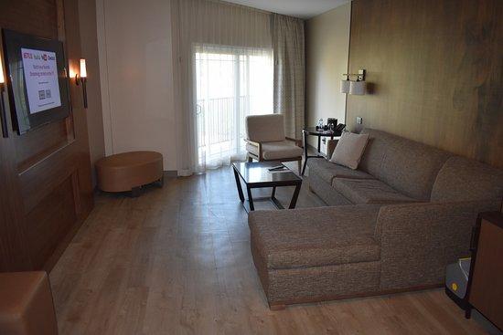 Santa Ynez Valley Marriott: Nice sittinng area in a suite