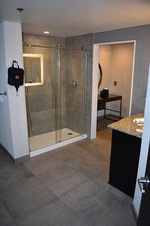 Santa Ynez Valley Marriott: Suite bathrooms are actually too big
