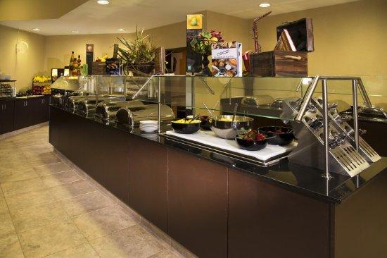 Embassy Suites by Hilton Tulsa - I-44: Breakfast