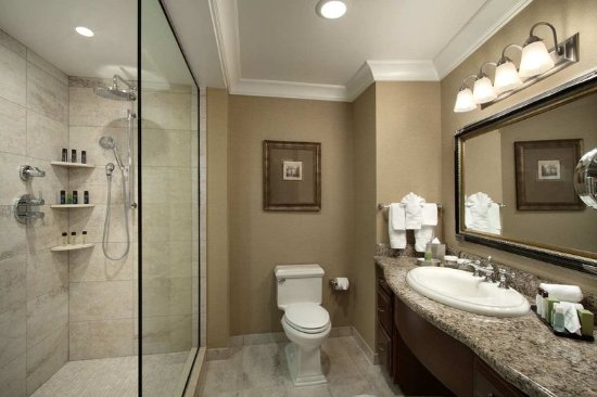 Presidential Suite Master Bathroom - Picture of Embassy