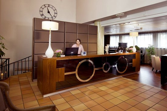 Clarion Collection Hotel Grand Bodo: Frontdesk