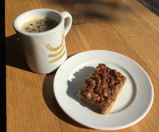 Parlour Coffee : Coffee and a Pecan Bar.... YES!