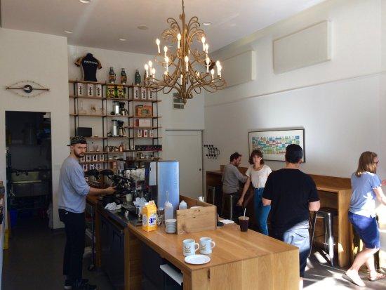 Parlour Coffee : Quaint little coffee shop/cafe.