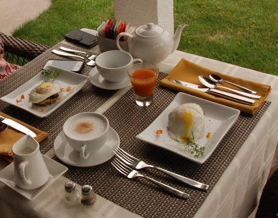The Del Ray B&B: Gourmet breakfast + home made juices and smoothies and great coffe