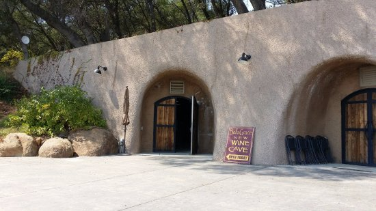 Plymouth, CA: The tasting room is in a cave with naturally cooling in a hot day
