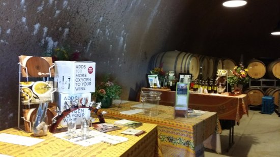 Plymouth, Калифорния: Cool and quiet environment for wine tasting