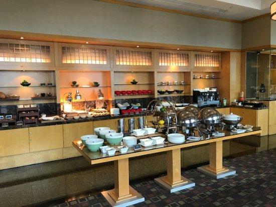 InterContinental Shanghai Pudong: Executive lounge breakfast buffet