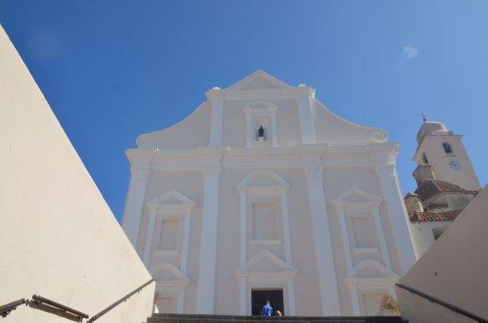 Orosei, Italie : Un eclat blanc sur le ciel bleu