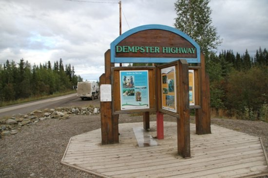 Dempster Highway: Sign at the start of the Dempster