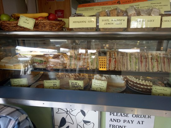 Wangaratta, Australien: There is an extensive array of freshly made sandwiches, rolls, delectable cakes and slices and m