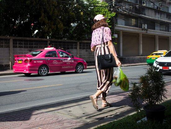 Yim Bangkok (Yim Huai Khwang) : view from lobby & breakfast room , street life