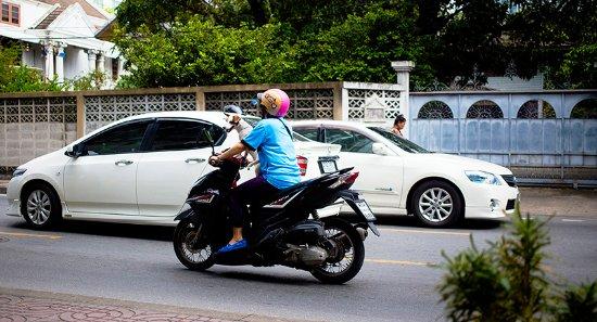 Yim Bangkok (Yim Huai Khwang) : view from breakfast room , street life