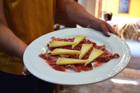 Restaurante sala almonte en alicante con cocina for Sala 8 y medio alicante