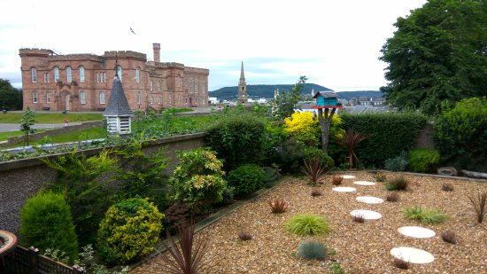 Ardentorrie Guesthouse: Dining area terrace garden
