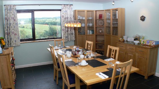 Lydbrook, UK: Our breakfast room with a view of the Wye Valley and river
