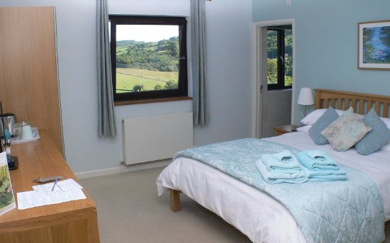 Lydbrook, UK: Bedroom 2 showing the view of the Wye Valley and River