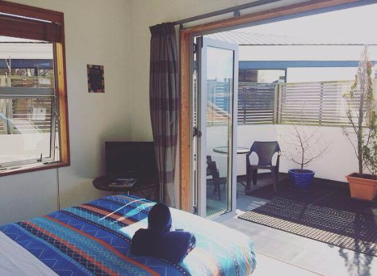 On Top Backpackers: Sunny ensuite room