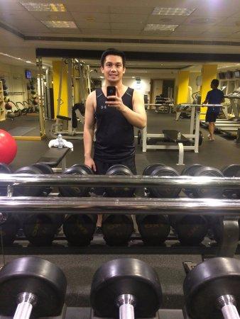 Crowne Plaza Abu Dhabi: Clean area to do exercise.. Selfie muna bago gym Sir Jeff
