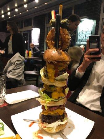 Riesenburger mit mit 1Kg Fleisch, ein richtiges Erlebnis. - Lily Burger,  Berlin Resmi - Tripadvisor