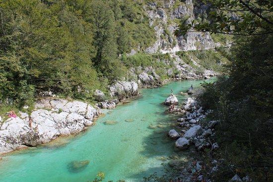 Letto del fiume foto di kozjak waterfalls kobarid - Letto di un fiume ...