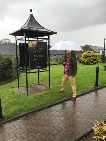 Aberlour, UK: Time for a dram of Cardhu to protection against the weather...