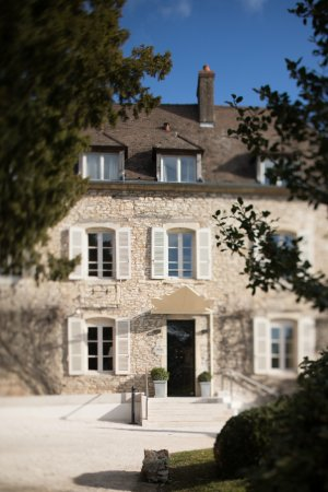 Morey-Saint-Denis, France : CASTEL DE TRES GIRARD