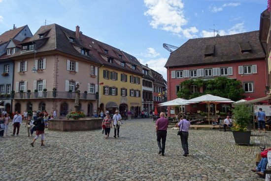 Zum Löwen Fauststube: Restaurant is the red building on the right