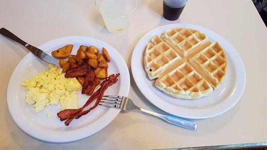 Charter Inn & Suites: Super colazione!