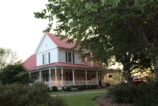 Sunrise Farm Bed and Breakfast: Main building.