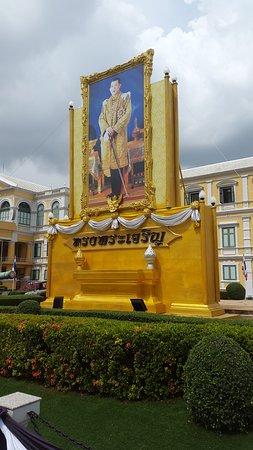 The Chakri Group (Phra Thinang Chakri Maha Prasat ...