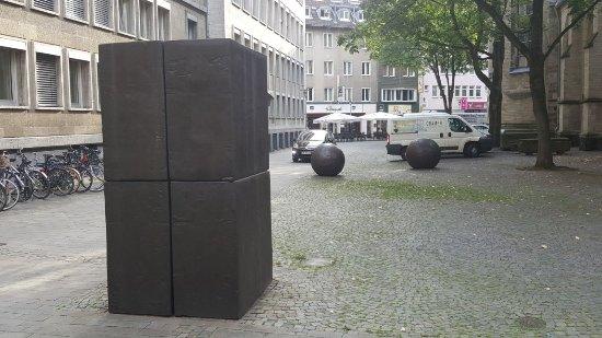 """Skulptur """"Lichtung zu einem"""""""
