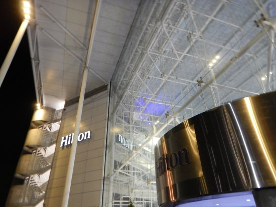 Hilton London Heathrow Airport: ホテル入り口