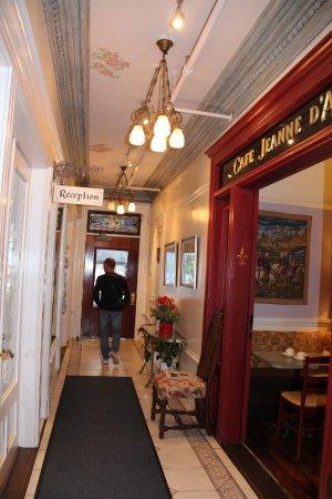 Cornell Hotel de France: entrée