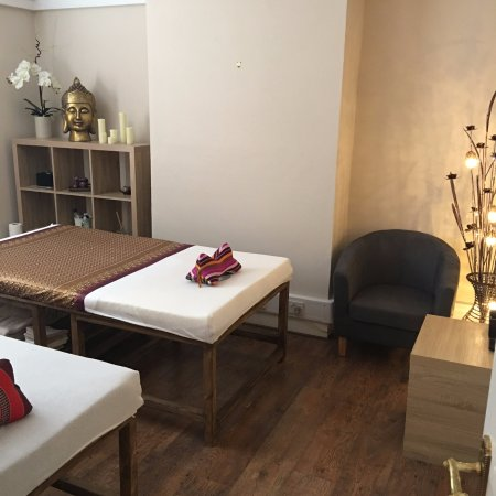 Twyford, UK: Massage room with two Thai beds