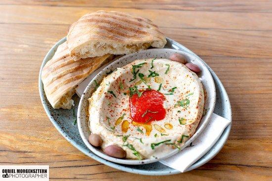 Tewa am Markt: Tewa's Hummus mit Pitabrot