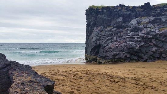 Hellissandur, Island: La spiaggetta est