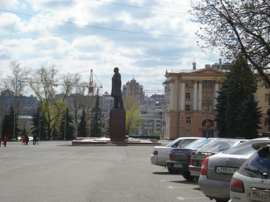 ‪Monument to Lenin‬