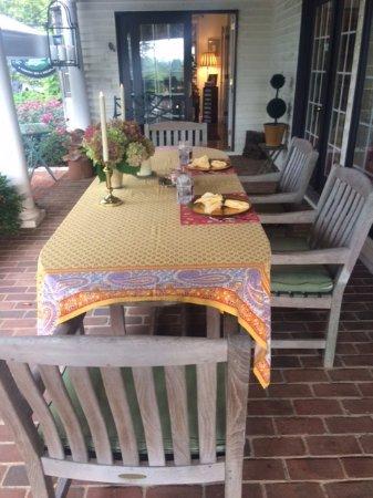 The Welsh Hills Inn: Porch table set for breakfast