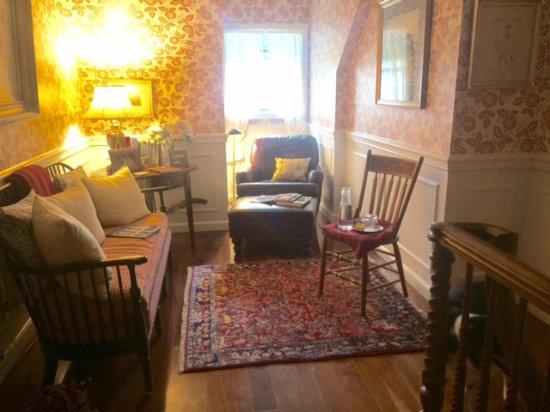 Granville, OH: Sitting room outside Derwen Del room